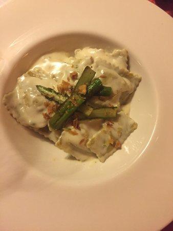 Valls, Spain: Espectacular tortellinis y steak tarter! INCREIBLES! El sitio es precioso y el servicio muy buen