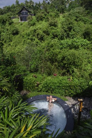 Amori Villas: Drinking a Arack coctail in the jacuzzi
