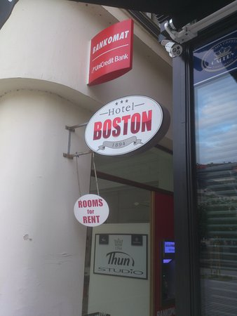 Hotel Boston: Вывеска по направленю к отелю.