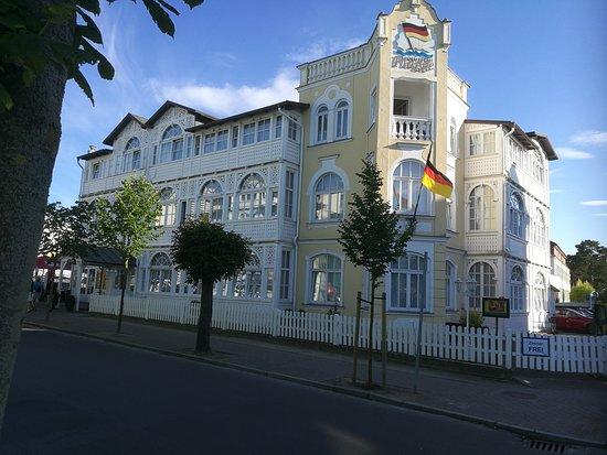 Hotel Deutsche Flagge Photo