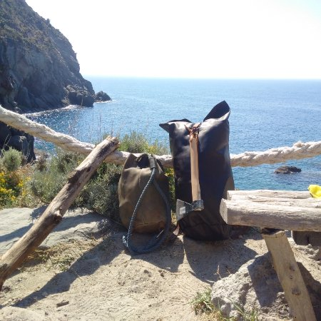 Sentiero Baia della Pelara: Travel with TheWestlands bag's into Pelare