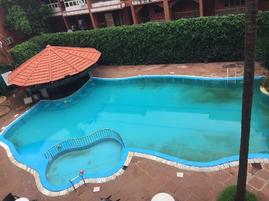 The Baga Marina Beach Resort & Hotel: The Swimming Pool