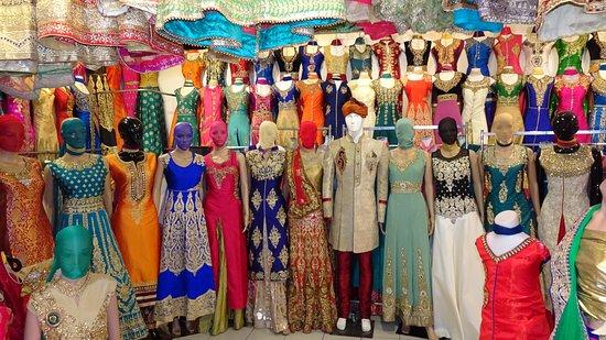 Kleider im Tekka Centre