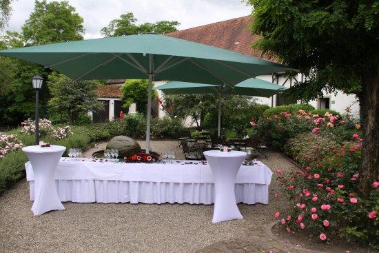 Wiesloch, Alemania: Rosengarten Innenhof - vorbereiten für einen Hochzeitsempfang