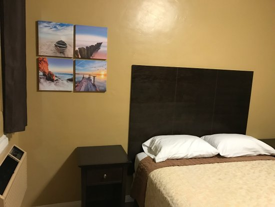 Fontana, CA: Remodeled rooms