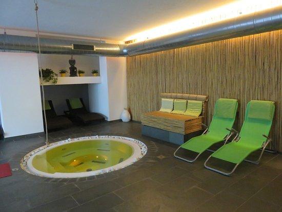 Bamboo Activ Resort: Toller Wirlpool mit immer frischen Badetücher