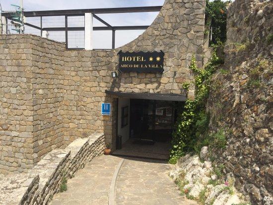 Hotel Arco de la Villa: Вход