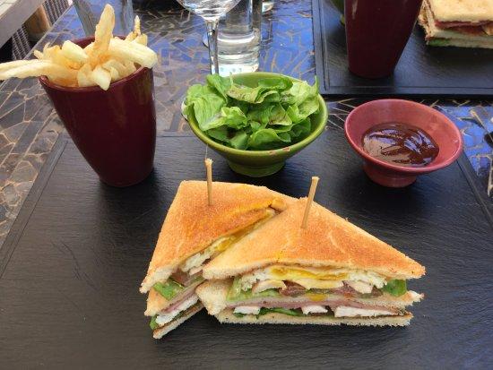เลส เดออคซ์ ทัวร์: Club sandwich