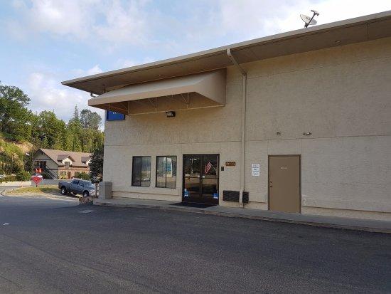 Oakhurst, Kalifornia: De ingang naar de receptie.