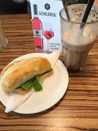 Tuttlingen, Alemania: Lachsbaguette und Kaffee Mokka - lecker!