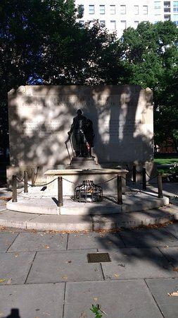 Washington Square Park: The tomb of the unknown soldier.