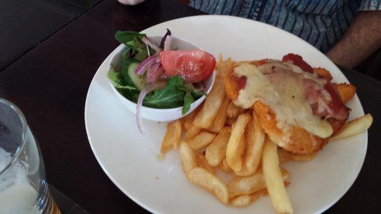 Kincumber, Australia: Pulled Pork Nachos, Lamb rack, Chicken Snitzel.