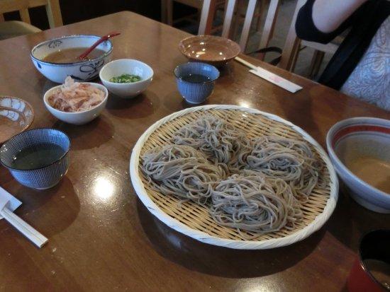 Ono, Japan: 本陣蕎麦(4間)です。おろしつゆが、美味しいです。