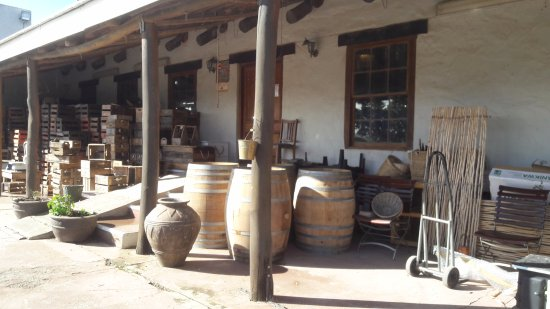 Caledon, Sudáfrica: Used wine barrels and wooden crates for sale