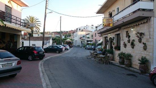 Μανώλης Ταβέρνα Εστιατόριο: The Old Village