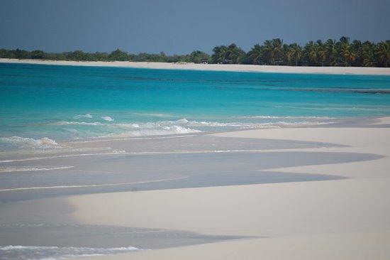 Jolly Harbour, Antigua: Antigua beach