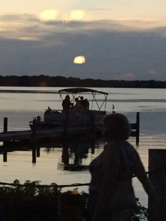 Kansasville, WI: Just after sunset boaters coming to dinner
