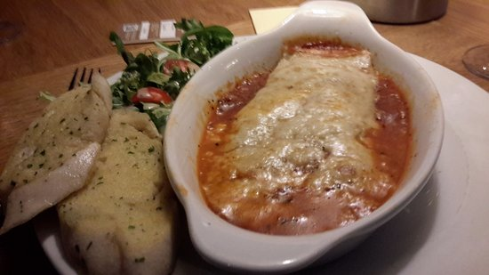 Stevenston, UK: I had the lasagna it was lovely ,the waitress was Donna was very helpful and cheery