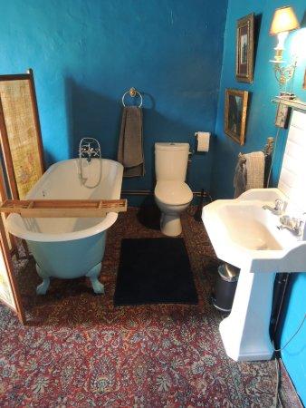 Ecueille, Frankreich: salle de bain bleu persan