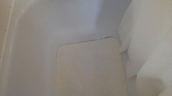 Trenton, Canada: Beurk en plus du cerne plein de poussière et collant trouvé sur un meuble
