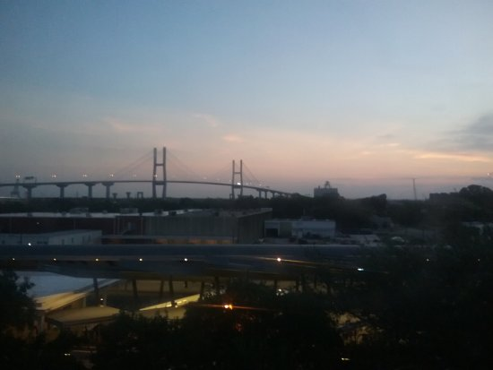 Embassy Suites by Hilton Savannah : Hwy 17 Bridge at sunrise. Very peaceful.