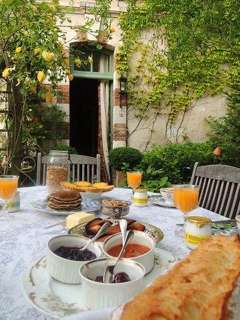 Ecueille, Frankreich: petit  déjeuner