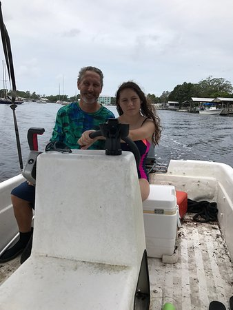Steinhatchee River Inn: going out to find scallops