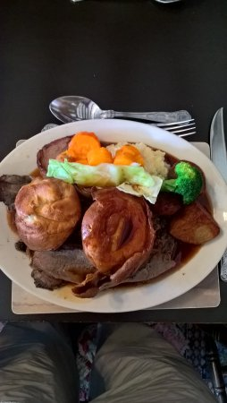 Huggate, UK: Sunday roast beef dinner