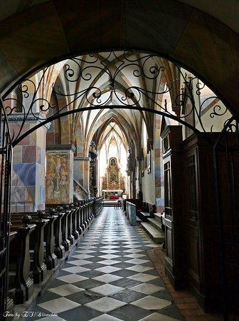 Millstatt, Østrig: Durchgang zum Altar