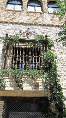 Museo del Greco: Window in the courtyard.