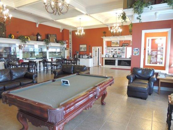 La Plata, MO: Depot Inn Lobby