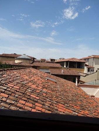 Hotel Loggiato dei Serviti: Typical view of Florence roof line from corridor window