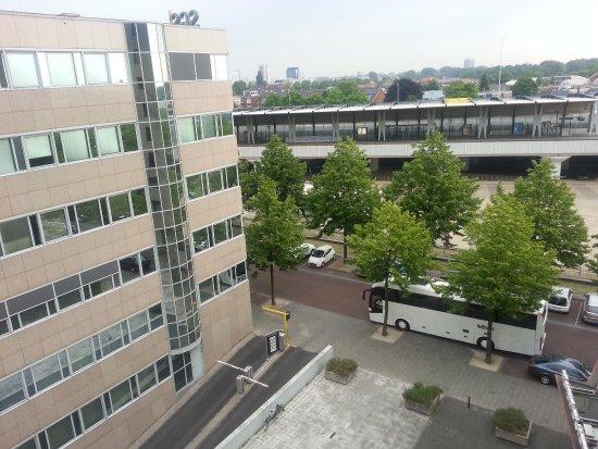 Voorburg, Nederland: aus 6. Etage zum Bahnhof