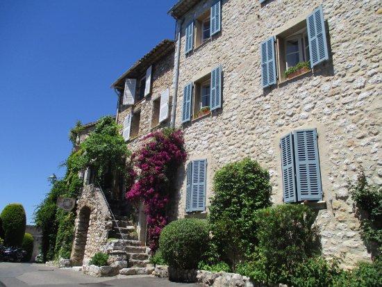 Saint-Paul de Vence: Mavi Pancurlu Evler