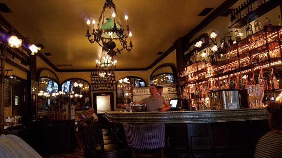 Figaro Bistrot: Quintessentially French vibe in the dining room/bar