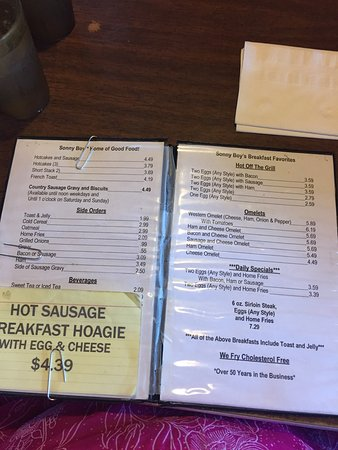 Bridgeport, OH: Inside of restaurant and menu