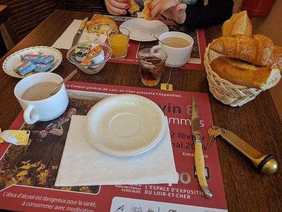 Hotel Du Bellay : Desayuno