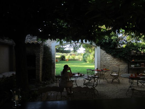 Lagnes, France: Breakfast dining area