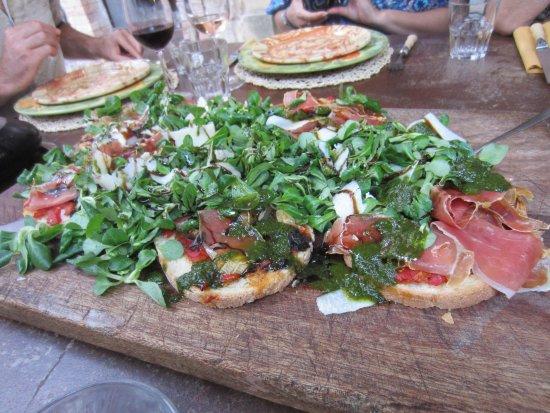 Sous L'olivier: First course - bruschetta