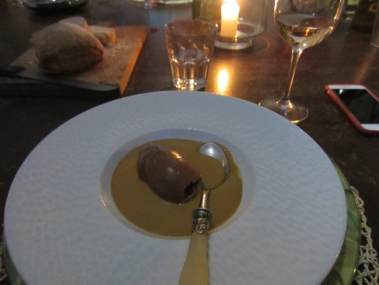 Lagnes, Francia: Dessert - chocolate ganache with a caramel sauce