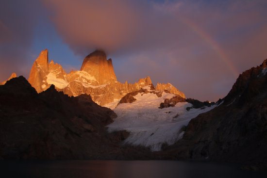 Sunrise and a rainbow over Fitz Roy at Laguna de los Tres