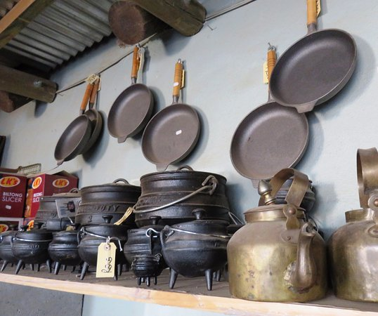 Caledon, Republika Południowej Afryki: pots and pans for outdoor cooking