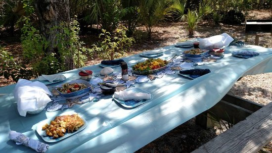 Fort Pierce, FL: Yummy brunch with a beautiful table setting.