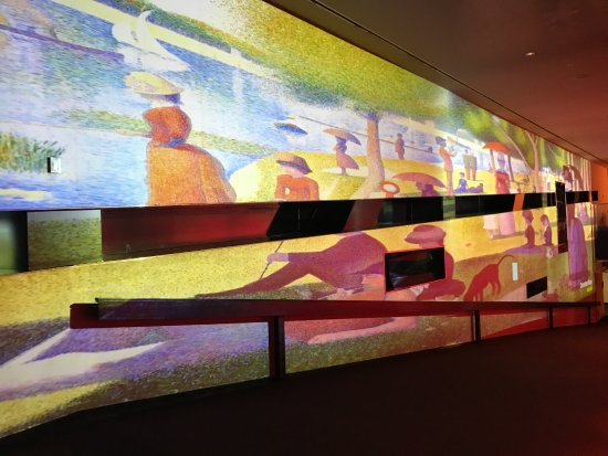Guthrie Theater : Projection image on the wall
