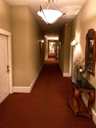 Leola, PA: Picture of the hallway and a room