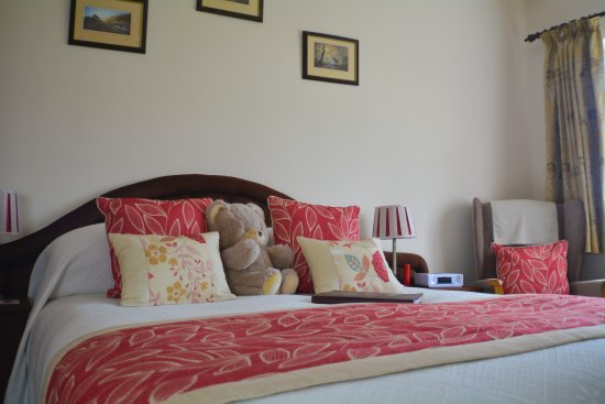 Atherington, UK: Well appointed Marwood bedroom with King sized bed - enjoy luxury ensuite accommodation
