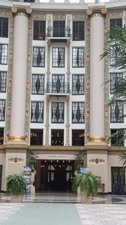 West Baden Springs, IN: Hotel atrium with view of inside rooms