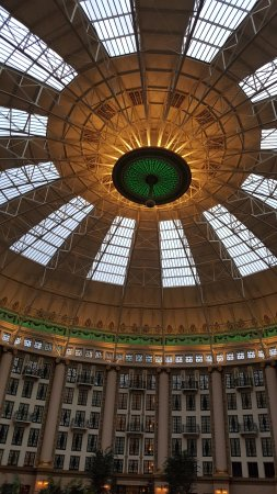 ‪‪West Baden Springs‬, ‪Indiana‬: Atrium dome with light changing‬