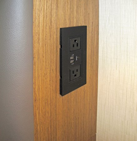The Westin Buffalo: Room 417   Buffalo Westin   Bedroom AC Outlets Over  Nightstands