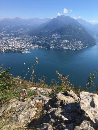 Monte San Salvatore: su di una roccia durante la salita